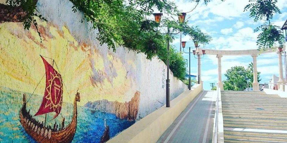 Рисунок художницы Лилии Коневой украсил стену городской лестницы