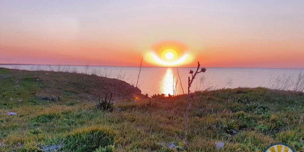 В Геническе сняли невероятный восход солнца, похожий на ангела